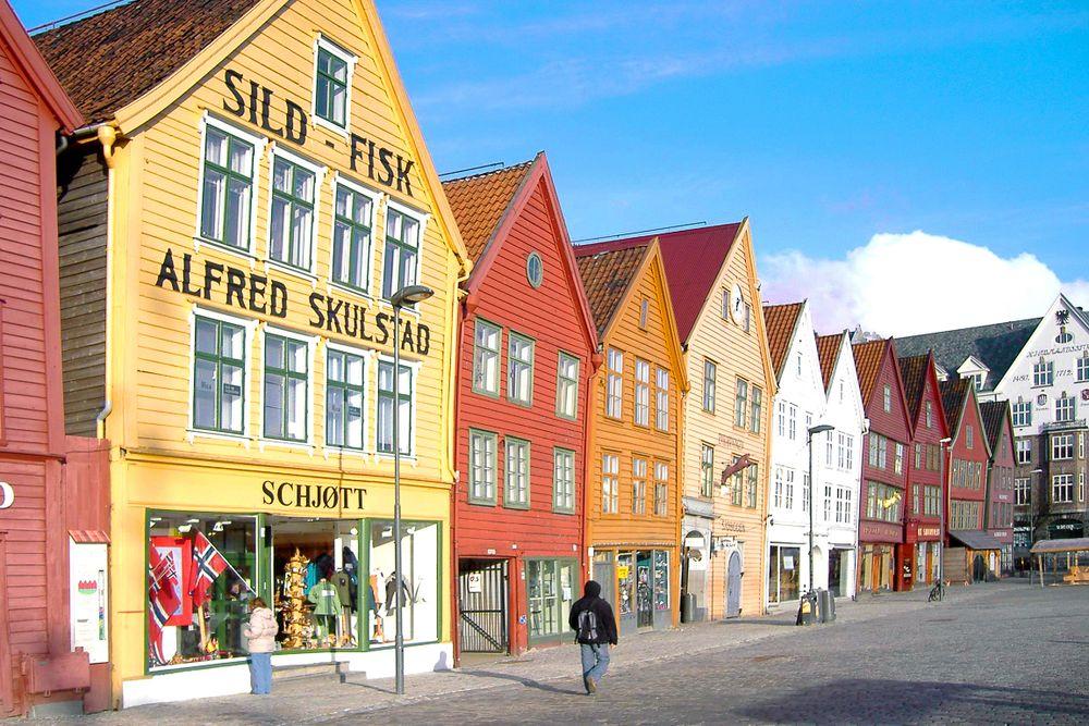 Bryggen-the-Hanseatic-wharf-in-Bergen-0075b9-hm